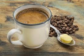 Cafea cu unt și ulei de nucă de cocos, modalitatea perfectă de a începe ziua! Cum se prepară!